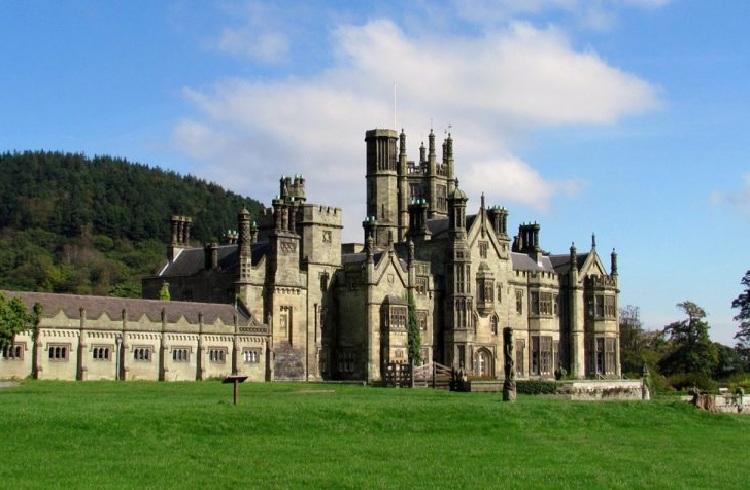 Lâu đài theo phong cách kiến trúc Gothic