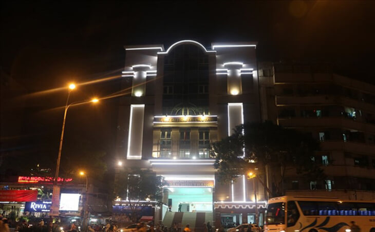 nhà hát tràn hữu trang nhìn ban đêm