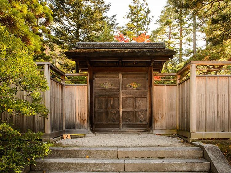 thiết kế cổng phù hợp với người mệnh mộc