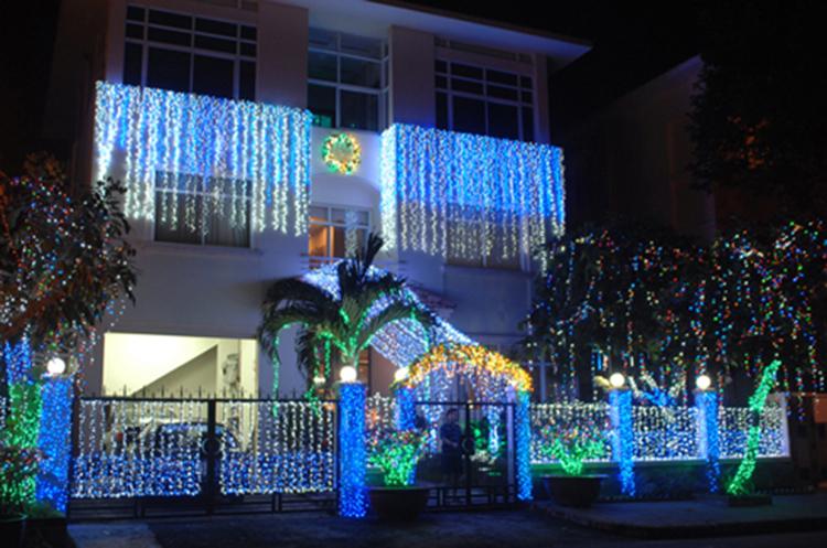 Đèn nháy trang trí biệt thự đón giáng sinh