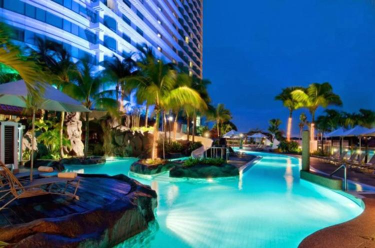khách sạn có bể bơi công cộng