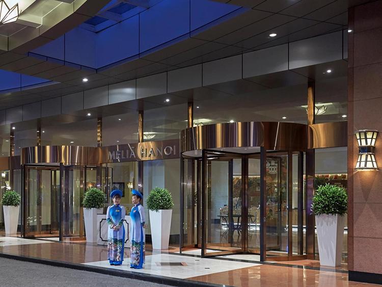 Quày tiếp tân khách sạn Melia