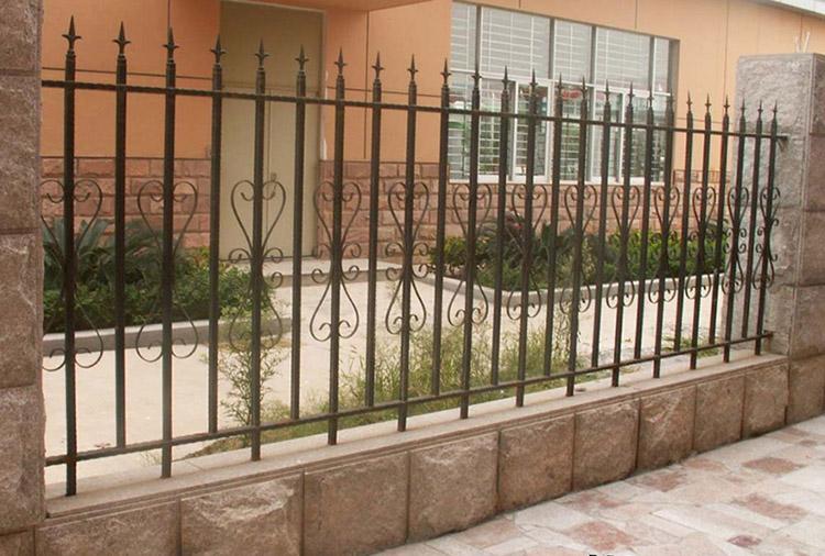 hàng rào sắt đơn giản