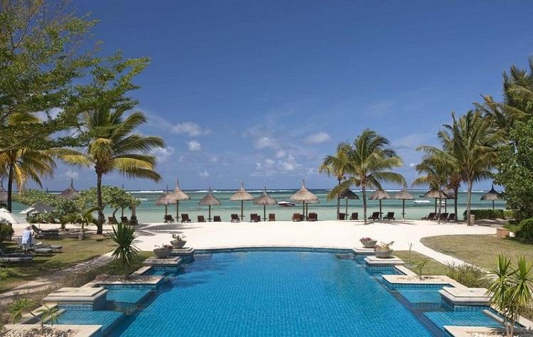 Hồ bơi và tắm biển tại Resort