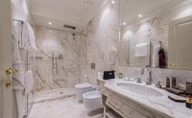 Yêu cầu thiết kế cho một phòng tắm khách sạn cao cấp